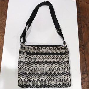 Baggallini cross body purse black white.